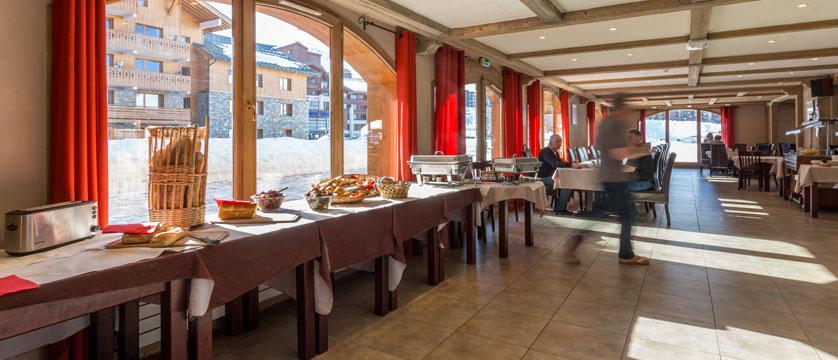 France_LaPlagne_Hotel-Vancouver_breakfast-room-buffet.jpg
